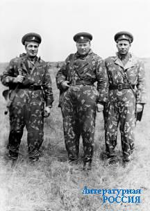 Участники дулатинских событий  полковник И.И.Петров (слева),  генерал-майор В.И.Колодяжный  (в центре) и подполковник  А.Я.Пашинцев.