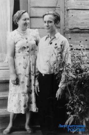 Юрий Кузнецов с мамой