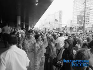 У кинотеатра «Октябрь» в дни фестиваля