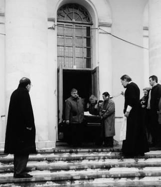 Пётр ЧУСОВИТИН (слева) на отпевании  Ю.КУЗНЕЦОВА в храме «Большое Вознесение».