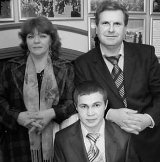 Фото опубликовано в газете «Амурская правда»  в декабре 2008 года. Егор Молданов (сидит)  и Анатолий Костишин — на «Дебюте».