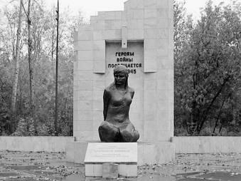 Памятник Лизе (Елизавете Ивановне) Чайкиной  после восстановительной реконструкции