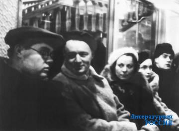 В московском метро. А. Щербаков,  А. Афиногенов, Дж. Афиногенова. 1935 г.