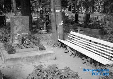 Могила Майка НАУМЕНКО на Православном Волковом кладбище