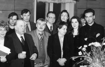 Преподаватели и студенты Литературного института.  Крайний справа Кирилл Волкодаев. Февраль 2001 г.