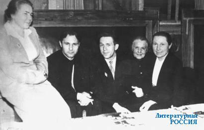 В.М. ШУКШИН и А.И. ГЕКМАН (в центре)
