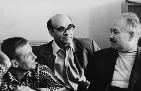 Е.А.ЕВТУШЕНКО, К.И. ПОЗДНЯЕВ и редактор отдела поэзии С.А. ПОДЕЛКОВ. 1971 г.