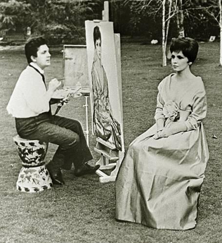 Илья Глазунов работает над портретом итальянской киноактрисы Джины Лоллобриджиды, 1964 год.