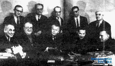 Редколлегия «Нового мира». Сидят (слева направо): Б.Г. Закс,  А.Д. Дементьев, А.Т. Твардовский, А.И. Кондратович, А.М. Марьямов.  Стоят: М.Н. Хитров, В.Я. Лакшин, Е.Я. Дорош, И.И. Виноградов, И.А. Сац. Февраль 1970 г.