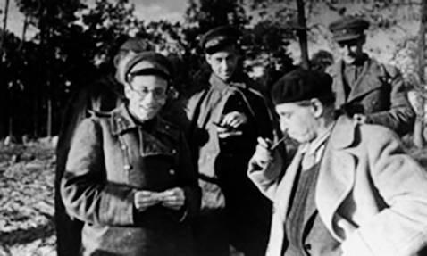 Василий Гроссман и Илья Эренбург на фронте. 1943 г