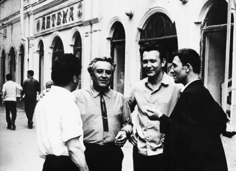 Махачкала, 1971 год (крайние справа: Юрий Кузнецов и Амир Гази)
