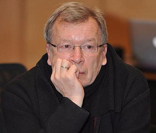 8 9 10 Viktor Erofeev