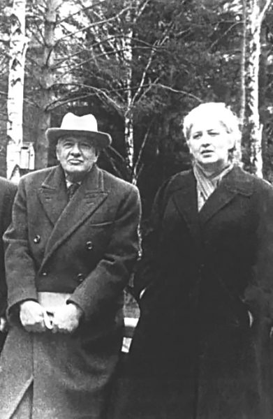 Корней Иванович и Лидия Корнеевна Чуковские. Переделкино. 1957 год